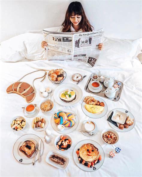 pose sarapan  hotel  bikin kamu sekeren selebgram