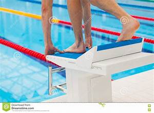 Pool Position : young muscular swimmer in low position on starting block ~ A.2002-acura-tl-radio.info Haus und Dekorationen