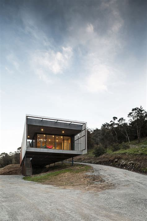 Corten Cladding and Bushland Views Mesmerize at Mt Macedon