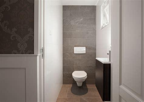 laminaat wand toilet wandtegels badkamer kroon vloer in steen