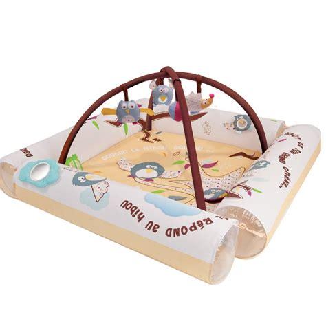 tapis d eveil avec boudin cadeaux 2 ouf id 233 es de cadeaux insolites et originaux aire d eveil avec arche de ludi mieux