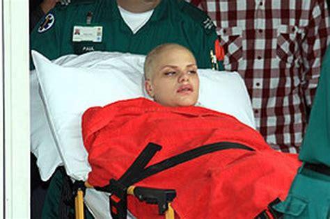 jade goody leaves hospital   home  die