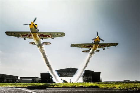 Death-defying Stunt: Two planes fly side-by-side through ...