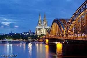 Köln Bilder Kaufen : k ln bei nacht foto bild kahl architektur verkehr bilder auf fotocommunity ~ Markanthonyermac.com Haus und Dekorationen