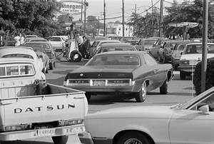 File:Line at a gas station, June 15, 1979.jpg - Wikimedia ...