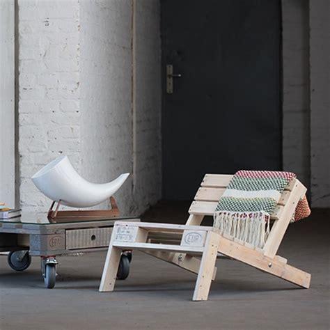 Selbstgebaute Liege Aus Palettenholzliege Aus Palleten by Liege Aus Paletten Lounge Liege Selber Bauen