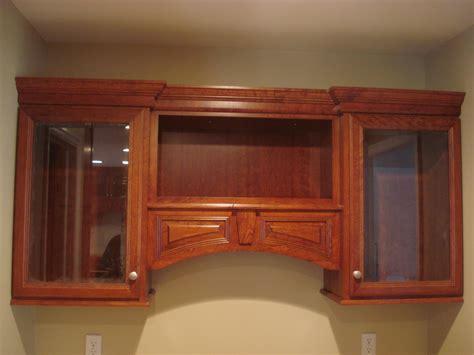 kitchen cabinet crown molding to kitchen cabinets kitchen cabinets by crown molding nj