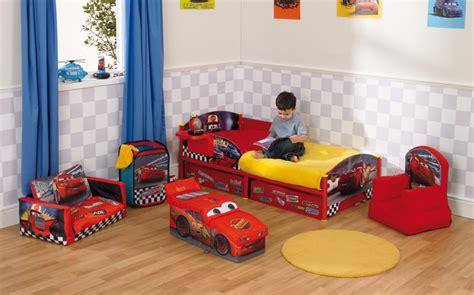 chambre mcqueen lit voiture pour gar 231 on chambre enfant