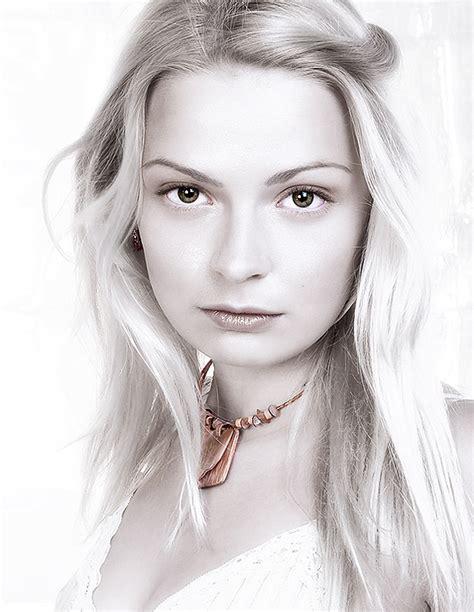 pure white colors portrait effect  photoshop