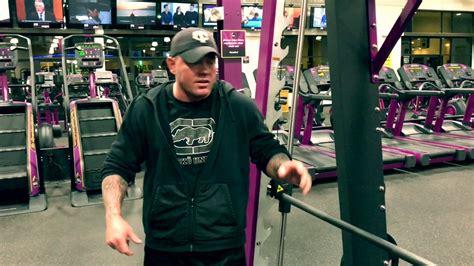planet fitness    decline bench press  smith