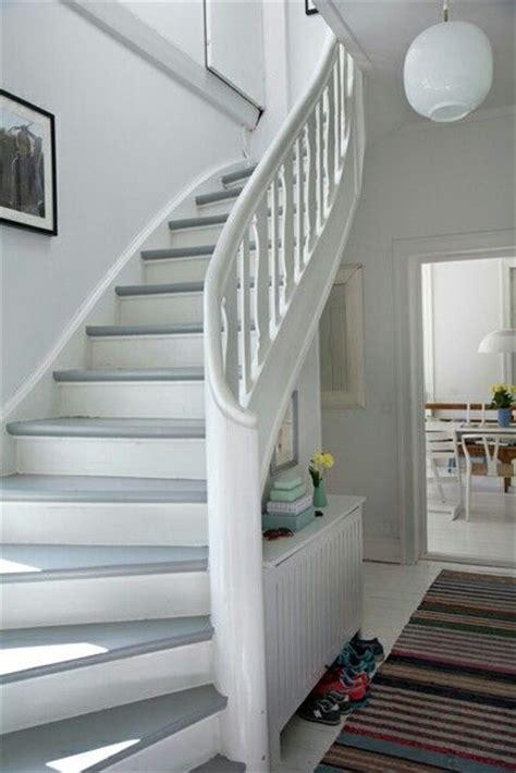 Holztreppe Weiß Streichen 25 best ideas about treppe streichen auf
