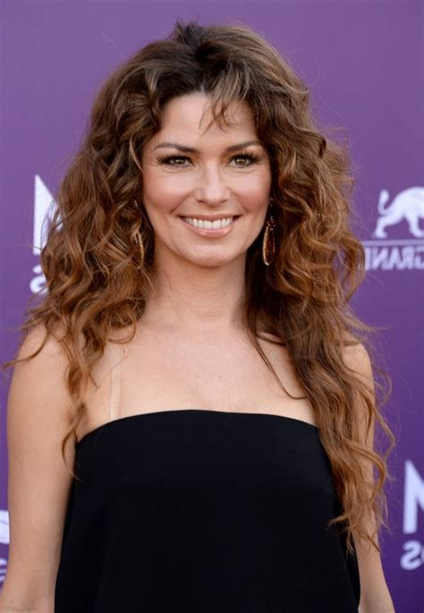 celebrity long curly hairstyle  shania twain styles
