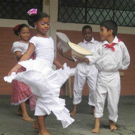 Caribbean (atlantic) music pulsates with vibrant rhythms, such as cumbia, porro and mapalé. Colombian traditional dance