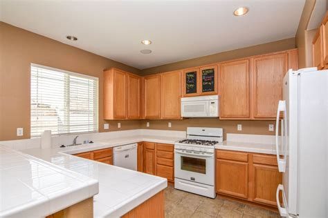 recessed lighting for kitchen 2706 goldenrain st palmdale ca 93551 johnhart real 4519