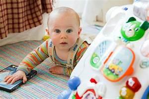 Spielzeug Für 8 Monate Altes Baby : sinnvolles spielzeug f r kinder ab 9 monate ~ Yasmunasinghe.com Haus und Dekorationen