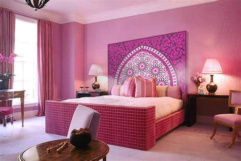 chambre a coucher marocaine moderne tête de lit orientale et porte marocaine