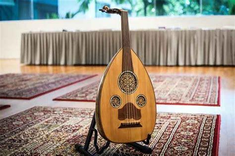 Alat musik sasando merupakan alat musik yang cukup populer di indonesia dan di dunia. √ Cara Memainkan Alat Musik Gambus & Teknik Dasarnya