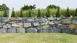 Steinmauer Im Garten : gartengestaltung mit steinmauern gartengestaltung mit ~ Lizthompson.info Haus und Dekorationen