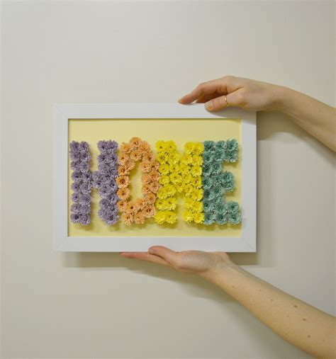 fare fiori con la carta come fare un quadro con scritta di fiori di carta