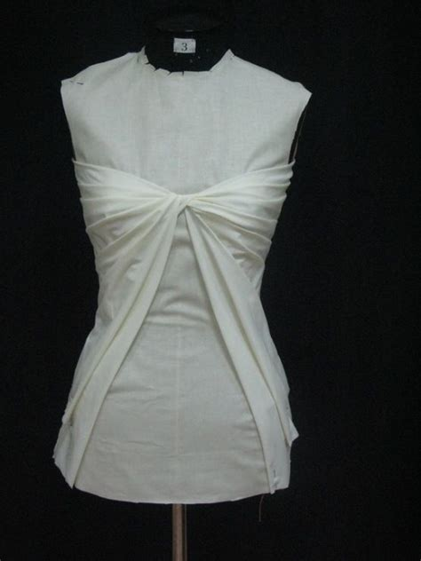 Draping Patterns - draping on the stand bodice design with twist pleat