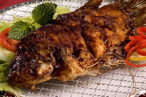 Jika ingin mencoba membuat ikan bakar dengan bumbu tradisional, ini dia cara membuatnya. 7 Ikan Bakar Paling Enak Di Jakarta!