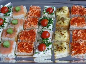 Idée Toast Apéro : apero toast tradition tomate concombre oeuf crevette ~ Melissatoandfro.com Idées de Décoration