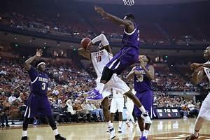 Men's basketball steamrolls Alcorn State   The Daily Texan