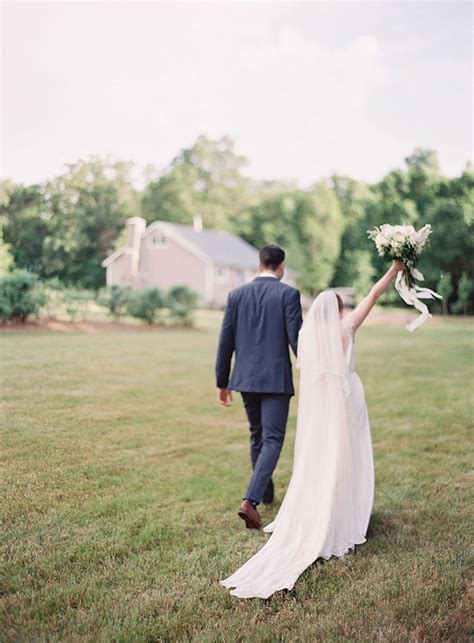 simplistic farm wedding real weddings oncewed com