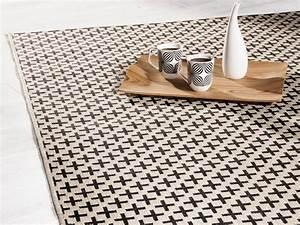 Tapis Scandinave Pas Cher : o trouver un tapis noir et blanc joli place ~ Teatrodelosmanantiales.com Idées de Décoration