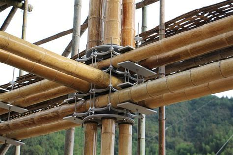 Brilliant bamboo house uses ground water for natural