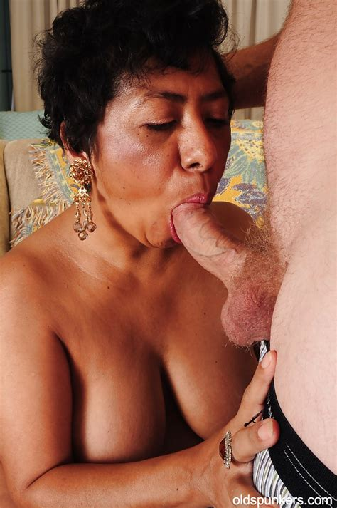 latina Mature With Big Tits Izabel Is Enjoying An hardcore sex