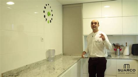 video de cocinas modernas blancas en forma de  sin