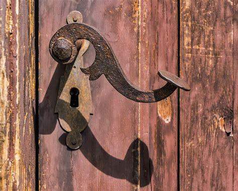 photo handle rusty  lock rust  image