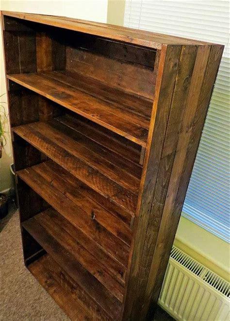 bookshelf out of pallets reclaimed bookshelf out of pallets 101 pallets