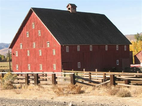 photo red barn dayville oregon eastern
