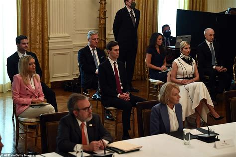 Donald Trump holds Cabinet meeting during coronavirus with ...