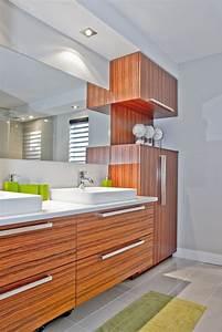 Armoire Salle De Bain Bois : le placage de bois exotique rosewood des armoires de cette salle de bains de style panneaux ~ Melissatoandfro.com Idées de Décoration