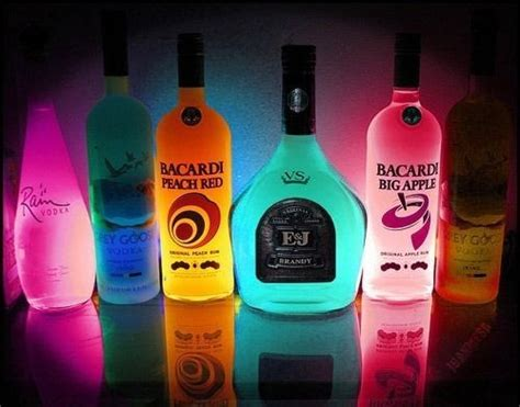 botellas de luz denota botellas de alcohol bacardi