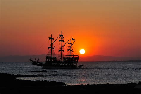 Disco ship in sunset at Side, Turkey | One of the many ...
