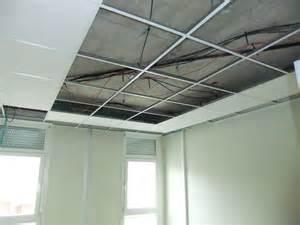 Faux Plafond Pvc : plafond placo suspendu menuiserie image et conseil ~ Premium-room.com Idées de Décoration