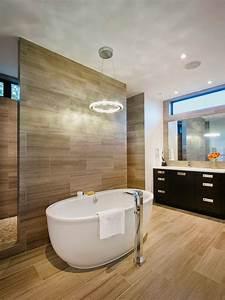 Freistehende Badewanne Holz : bad fliesen holz optik wand boden badewanne oval bad badezimmer luxuri ses badezimmer und ~ Yasmunasinghe.com Haus und Dekorationen