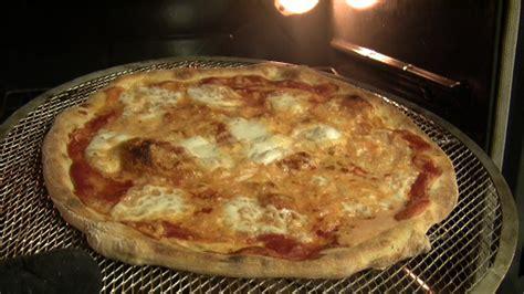 Dosi Per Pizza Fatta In Casa by Ricetta La Pizza Fatta In Casa Come In Pizzeria Pizza It