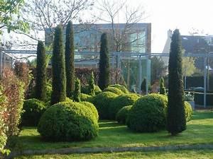 Schlanke Bäume Für Kleine Gärten : gr ne skulpturen im garten ~ Michelbontemps.com Haus und Dekorationen