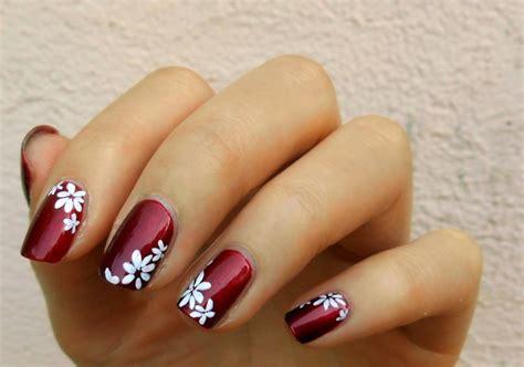 En estos días pintar tus uñas de rojo ya no es suficiente y se han inventado algunos diseños brillantemente artísticos y creativos para transformar la pintura de. Diseños de uñas muy modernos y coloridos para las manos