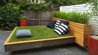 badezimmer grã n garten gestalten mit bett aus paletten und gras der kleine garten schön einrichten freshouse