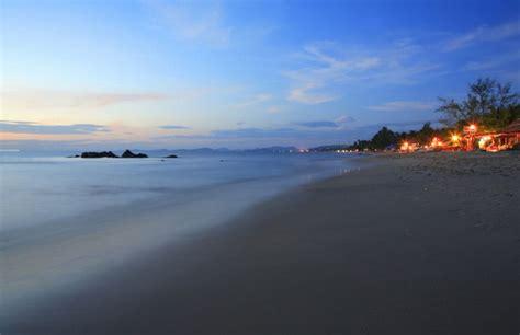 menjelajah wisata vietnam  waktu  hari  malam