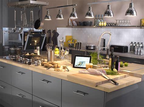 plan de travail cuisine gris cuisine quel matériau choisir pour le plan de travail