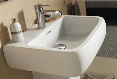 barclay porcelain regular  corner pedestal sinks