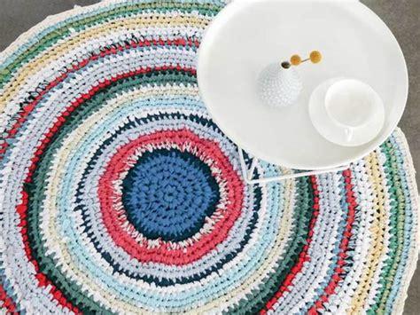 r 233 aliser un tapis au crochet 224 partir de vieux draps et t shirts