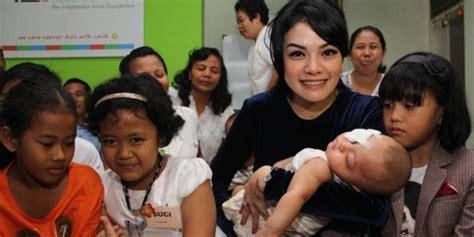 Nikita Mirzani Syukuran Bersama Anak Penderita Kanker